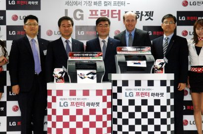 LG representatives and Len Lauer, president and CEO of Memje, present LG's Machjet, the world's fastest A4 color desktop printer