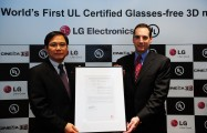 LG and UL representatives hold up the UL certification letter for LG's Glasses-free CINEMA 3D monitor