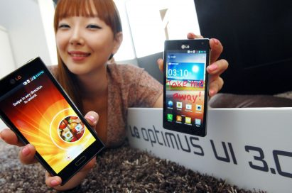 A female model holds two LG smartphones and shows a new Optimus UI 3.0