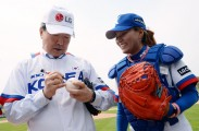 LG CEO and Women Baseballer at LG CUP 2015