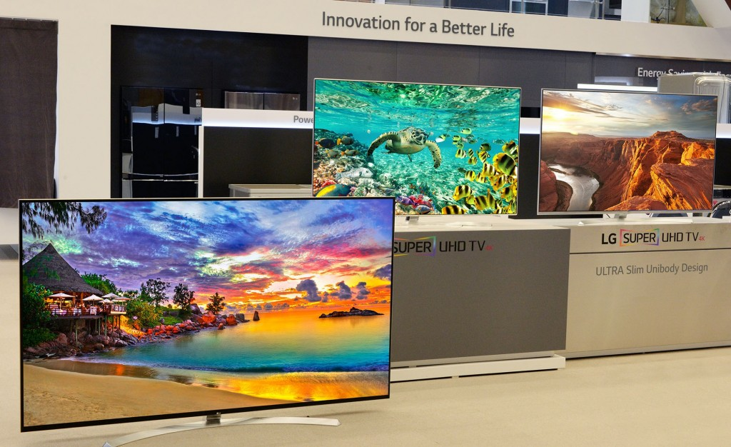 LG displaying its IPS TVs model 86UH9550, 65UH9500 and 65UH8500 at CES 2016.