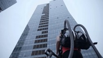 CLIMBER HARNESSES POWER OF LG CORDZERO™ TO SCALE OFFICE TOWER