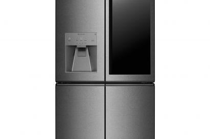 Front view of the LG SIGNATURE InstaView Door-in-door™ refrigerator