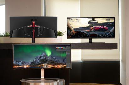 Three LG 2016 21:9 UltraWide monitors on display