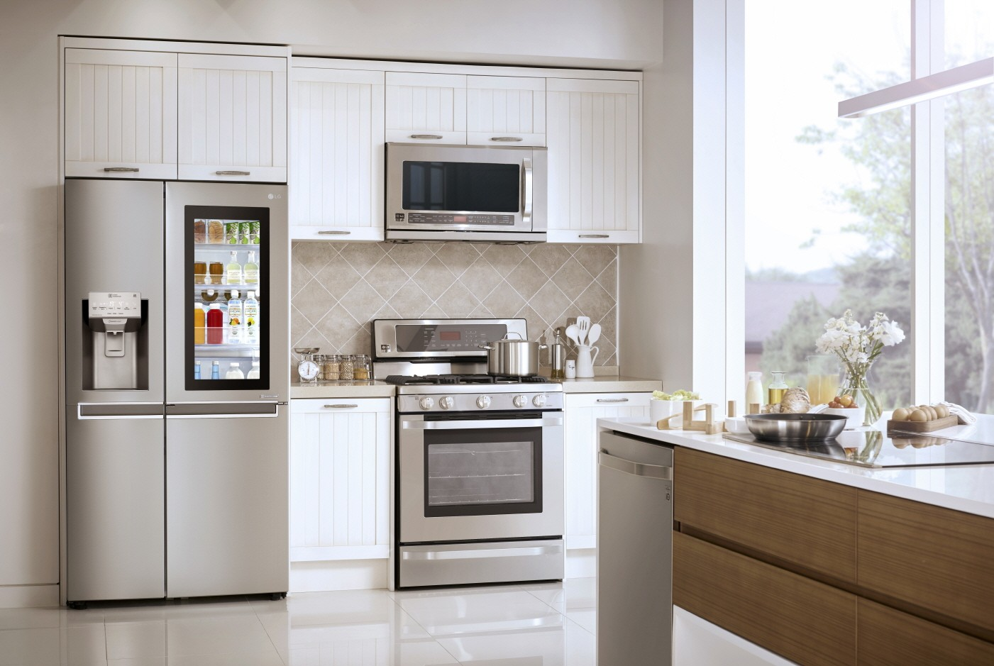 from lowly box to high tech gadget lg refrigerators continue to delight and amaze families. Black Bedroom Furniture Sets. Home Design Ideas