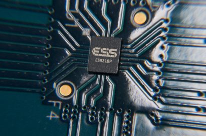 The LG V30's 32-bit Advanced Hi-Fi Quad DAC powered by ESS Technology's SABRE ES9218P