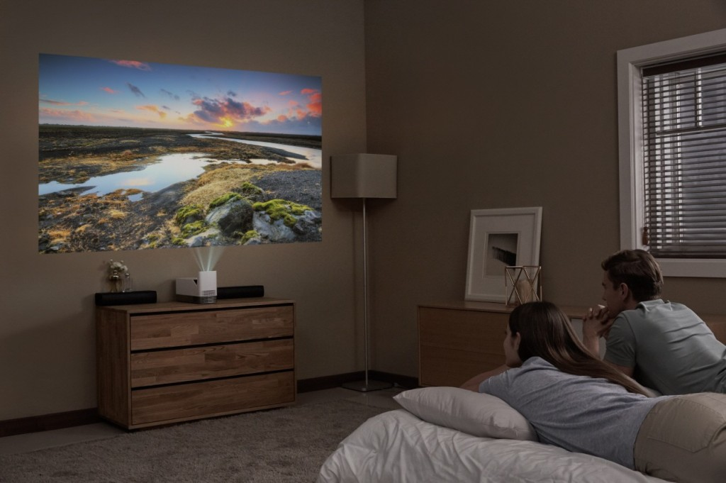 LG ProBeam Projector_HF85J_Bedroom