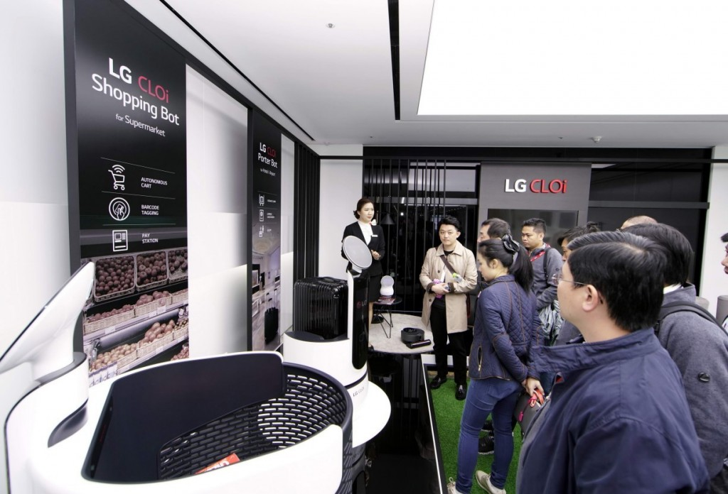 Attendees at InnoFest 2019 browse LG's CLOi Shopping Bot.