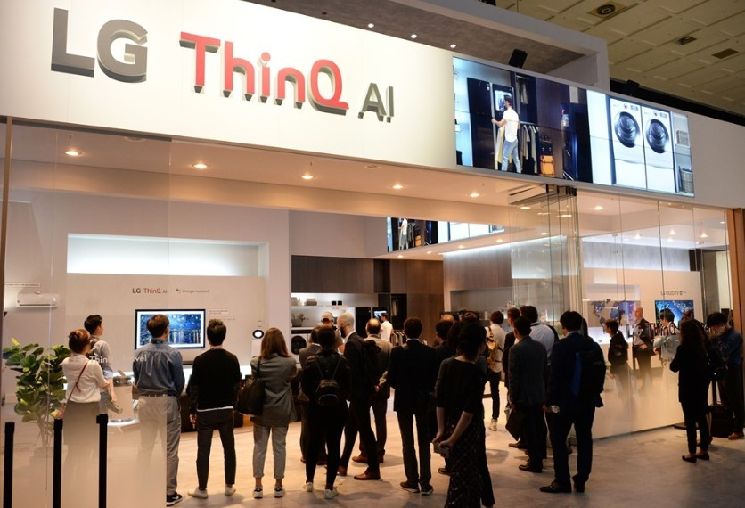 People gathering at the entrance of the LG ThinQ AI zone at IFA 2018