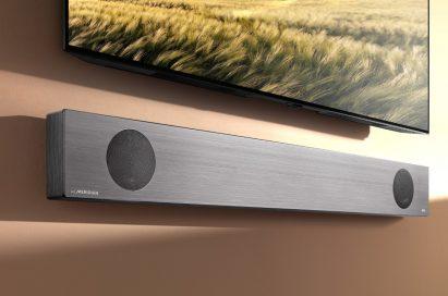 LG Soundbar model SL9YG fixed to a wall below an LG TV