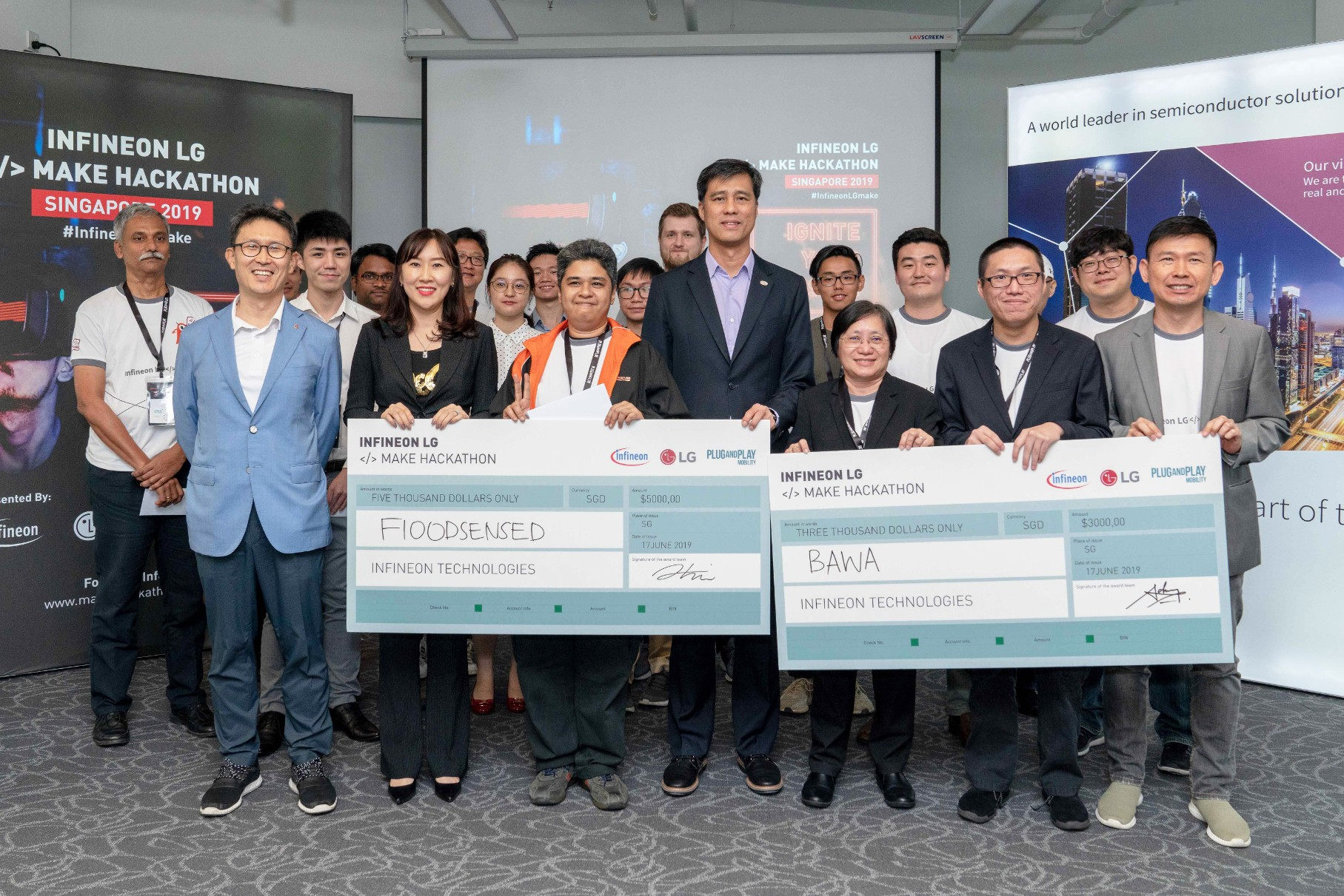 "Delegates from Infineon Technologies and LG Electronics at the inaugural event ""Infineon LG Make Hackathon"" in Singapore."