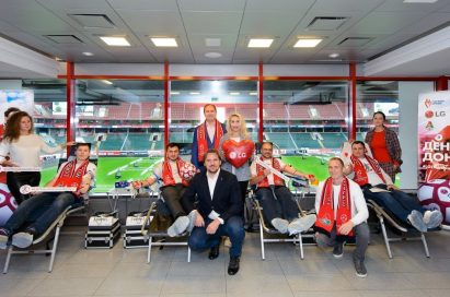 A group photo with FC Lokomotiv Moscow's blood donors