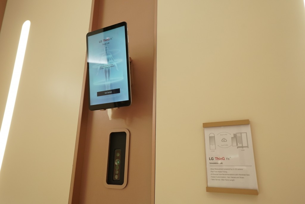 A close-up of the tablet and cameras used inside the LG ThinQ fit Collection's Style Lab at CES 2020