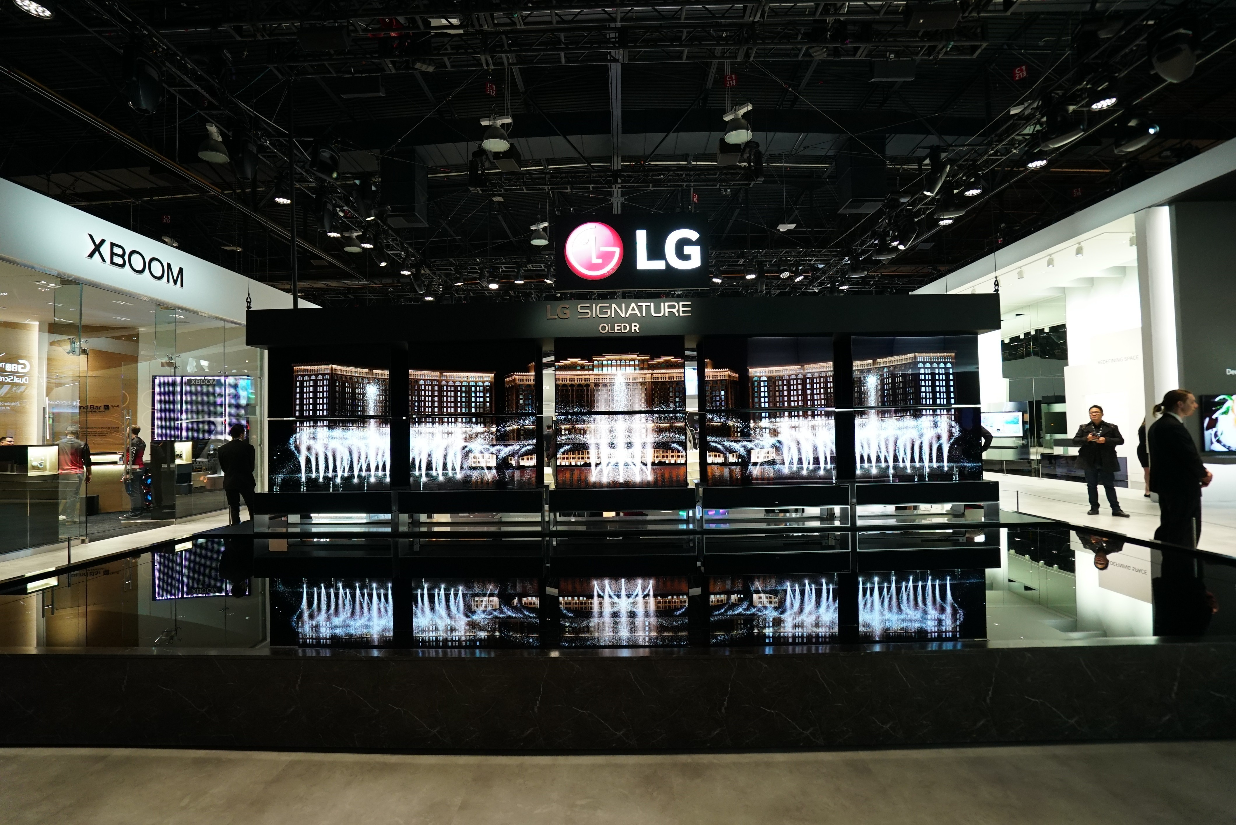 CES-2020-LG-SIGNATURE-OLED-TV-R-AND-THE-FOUNTAIN_2