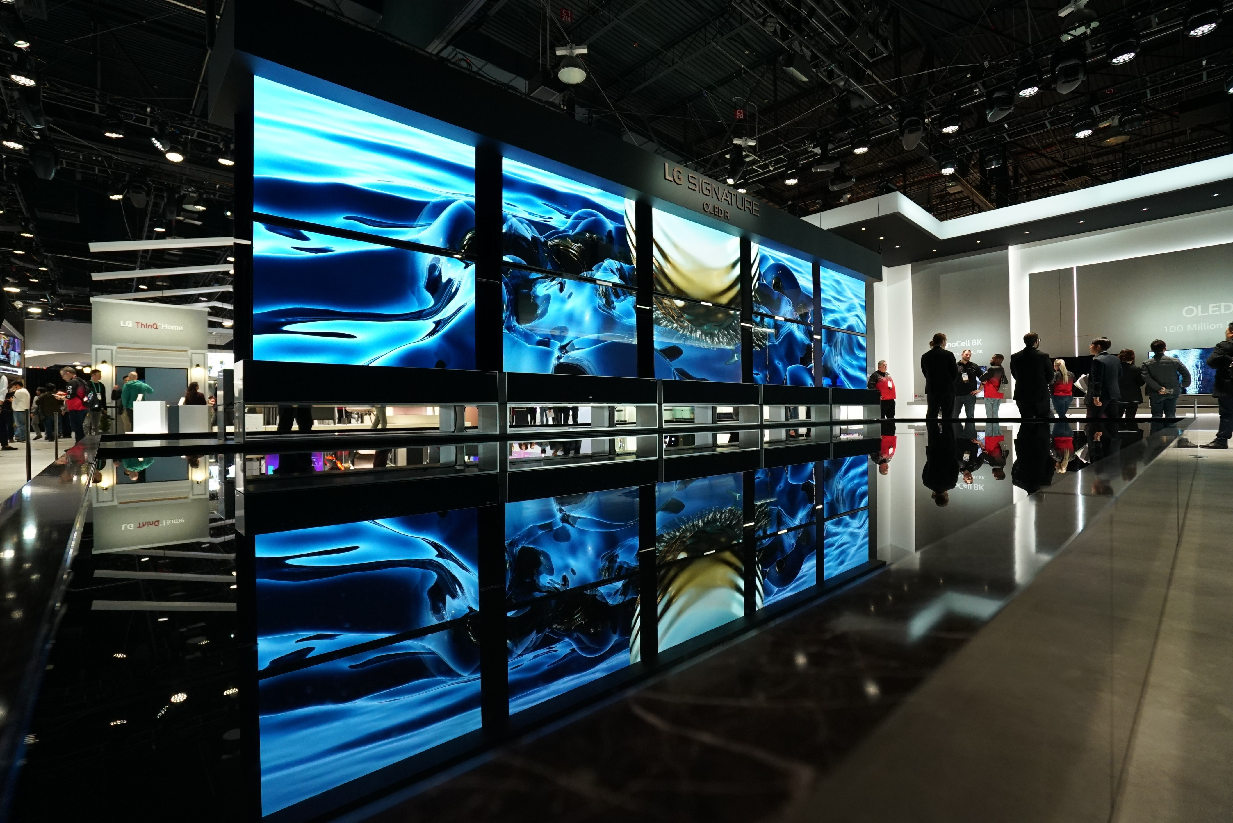 CES-2020-LG-SIGNATURE-OLED-TV-R-AND-THE-FOUNTAIN_3