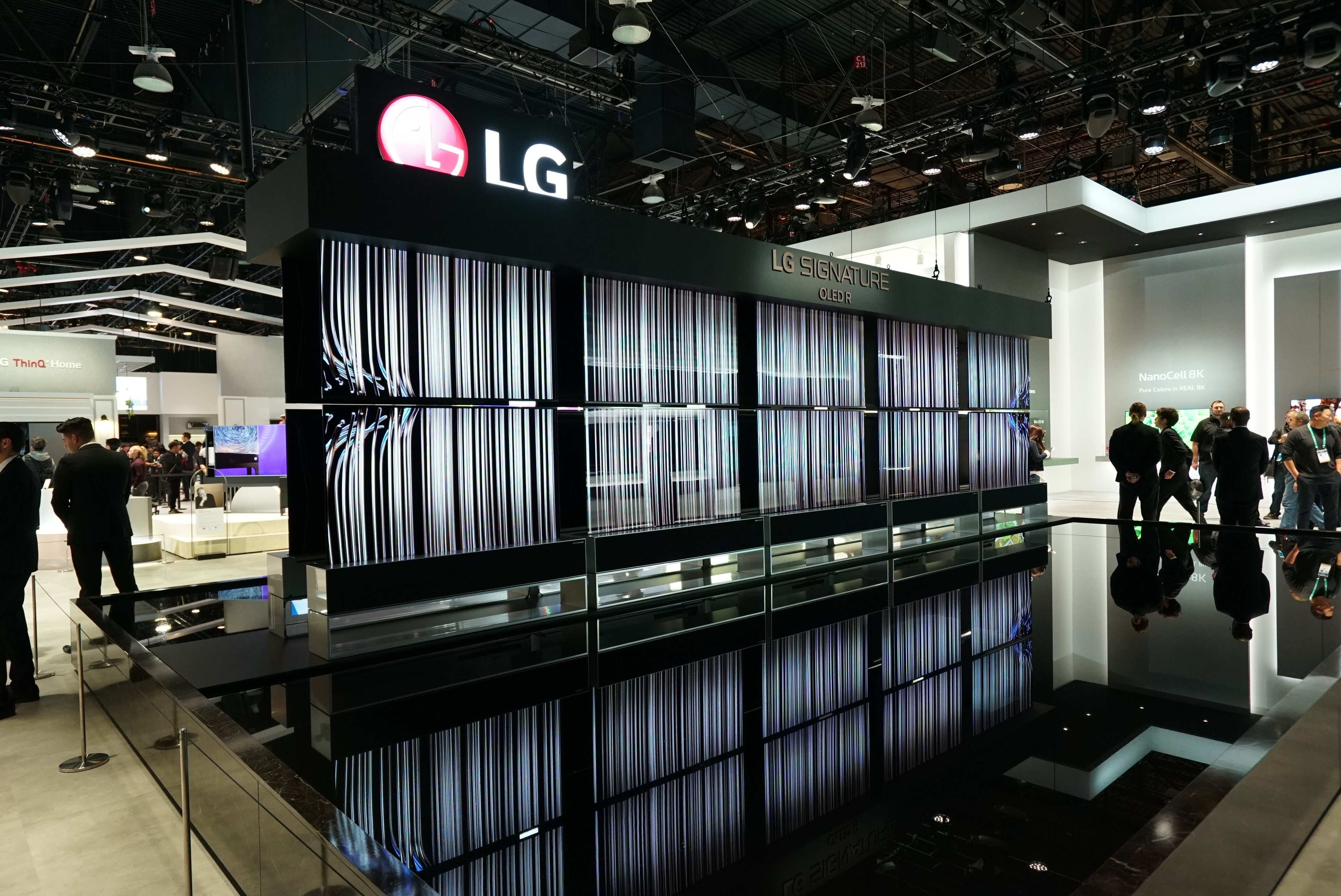 CES-2020-LG-SIGNATURE-OLED-TV-R-AND-THE-FOUNTAIN_4