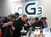Numerous people take photos of the LG G3 at an event