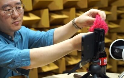 An LG MC sound engineer records sounds from different objects via LG G8X ThinQ's microphone.