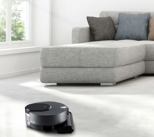 LG CordZeroThinQ vacuuming the living room carpet via the ThinQ™ app.