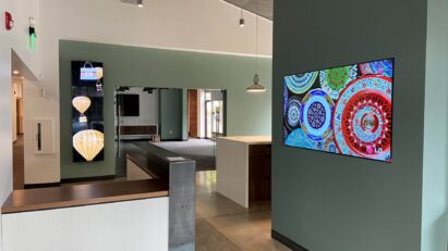 LG Business Solutions' wide range of versatile and cable-less commercial displays fitted around a showroom