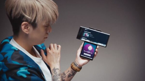 K-pop star Amber Liu chatting with her fans via LG WING and the Ficto app