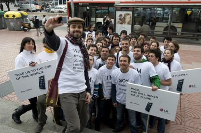A group of people pose for a photo at the LG Mini social event in Barcelona