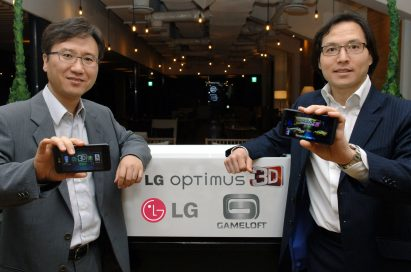Yong-seok Jang, vice president of Business Strategy at LG Electronics Mobile Communications Company, and a representative of Gameloft hold LG Optimus 3Ds, showing the devices front