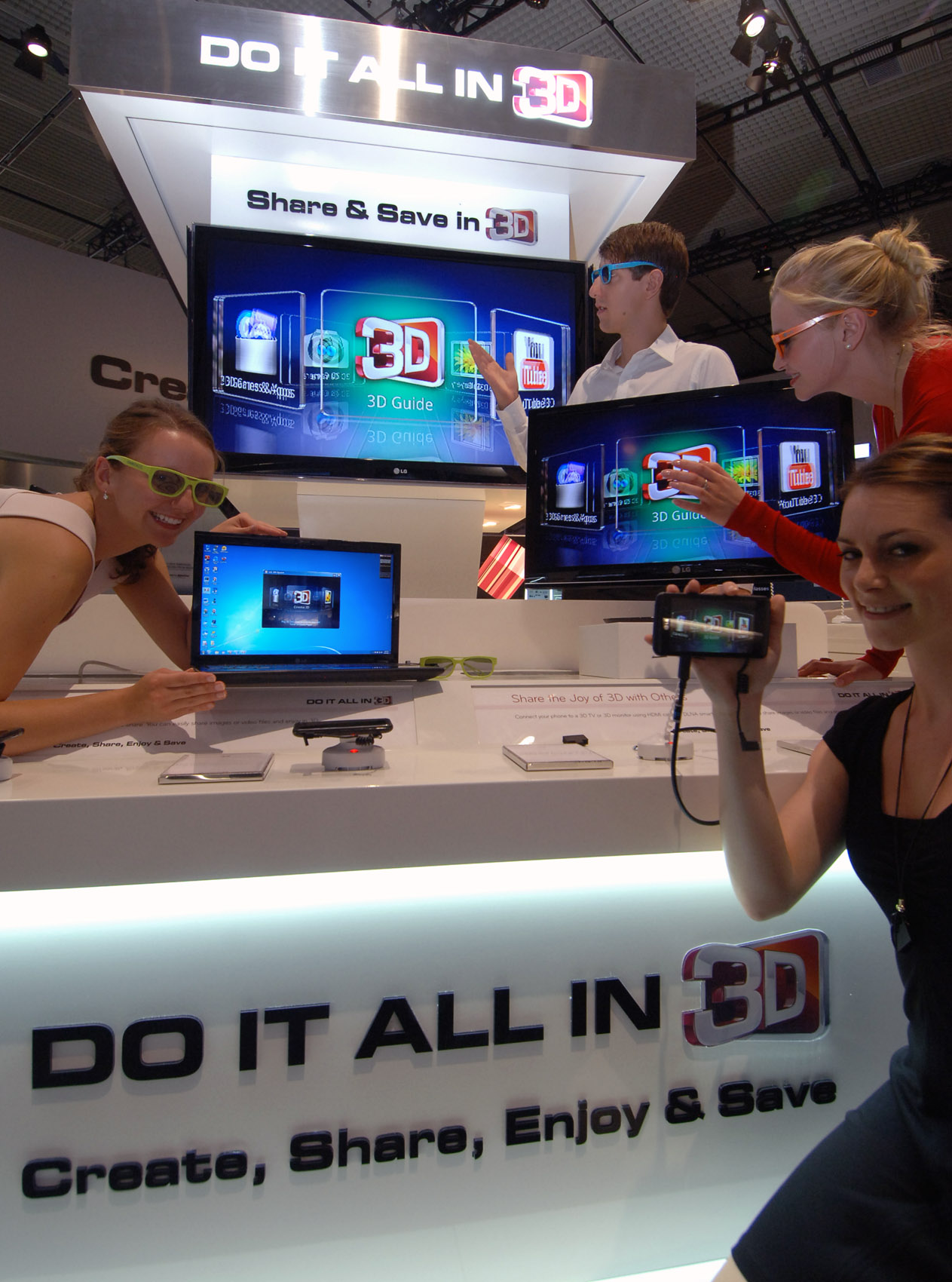Four models pose with LG 3D products at IFA 2011