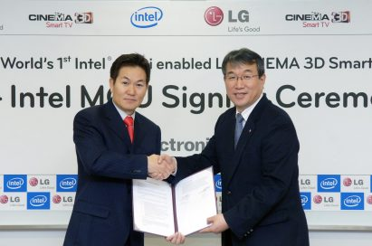 Hee-Sung Lee, country manager of Intel Korea, and Seog-ho Ro, senior vice president of LG Home Entertainment Company's TV Business Unit, commemorate their new alliance with a handshake