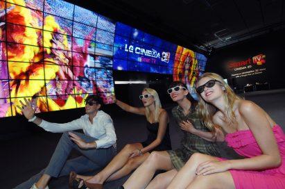 Visitors enjoying LG's world's first 3D Video Wall at IFA 2012