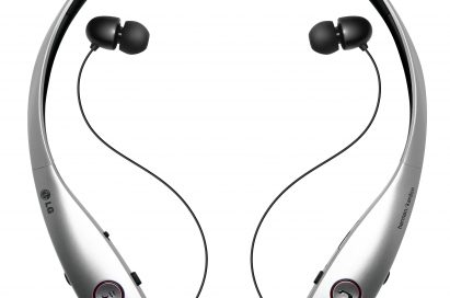 A front view of LG Tone InfinimTM (HBS-900) with its earphones pulled out.
