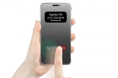 A person swipes the green call icon displayed on the LG Quick Cover to answer the phone call