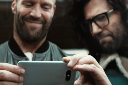 English actor Jason Statham is holding the LG G5 in White in a scene taken from the official commercial of the LG G5