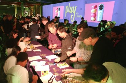 Attendees signing in to enter the LG G5 and Friends developers conference