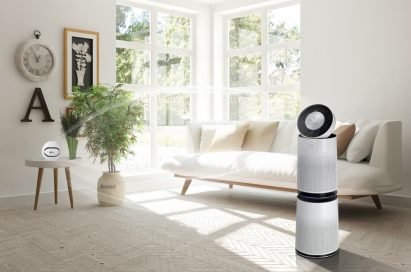 The LG PuriCare air purifier and its fine dust sensor placed at both ends of a living room