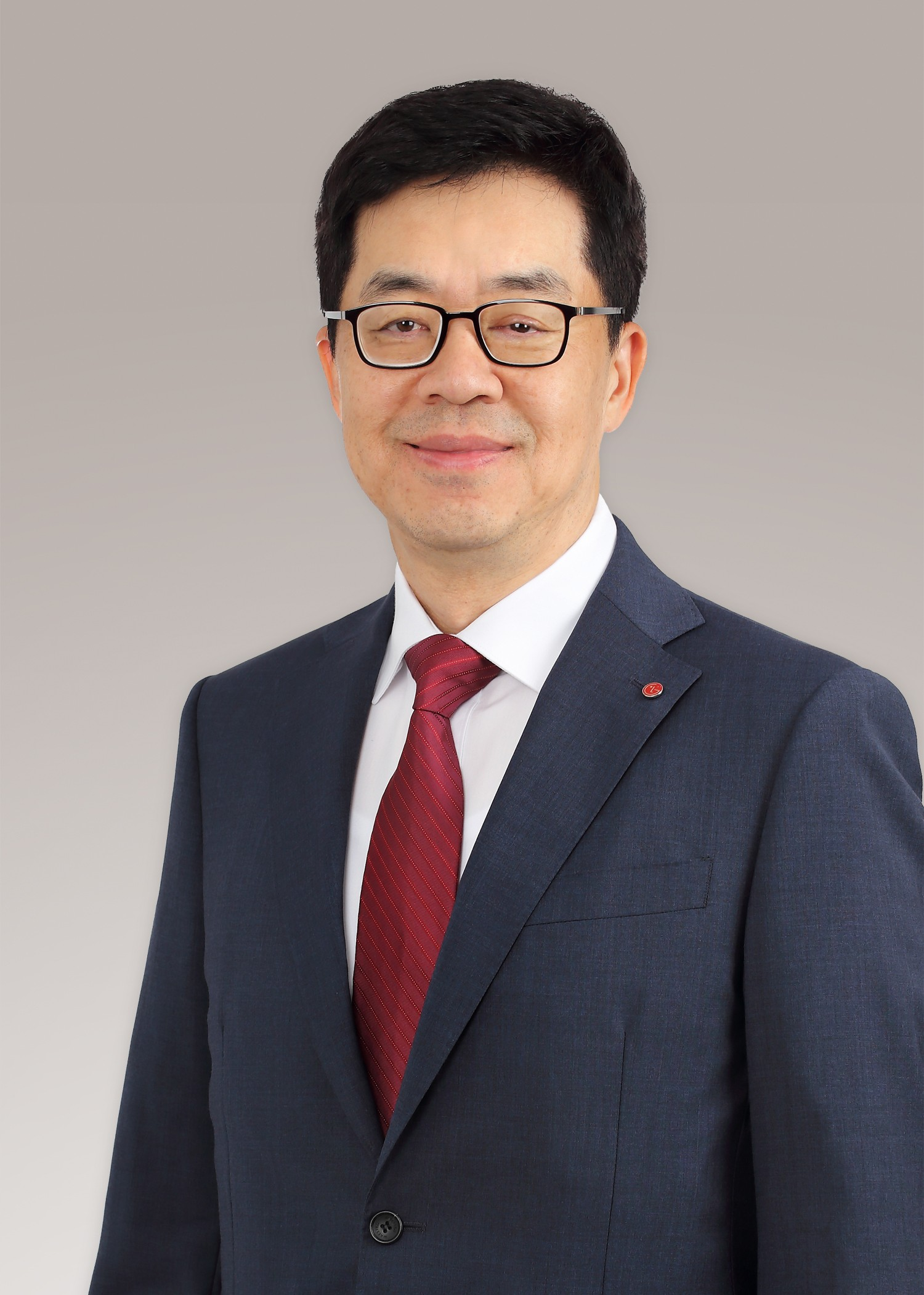 A head shot of president & chief technology officer of LG Electronics, Dr. I.P. Park.