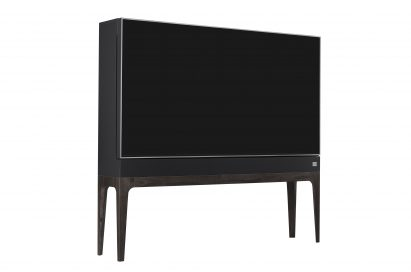 Front view of LG OBJET TV seen from a 15-degree angle