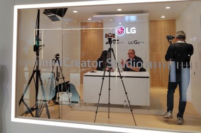 Two reporters shoot the video that discusses the new technologies of LG's new smartphones in LG Creator's Studio.