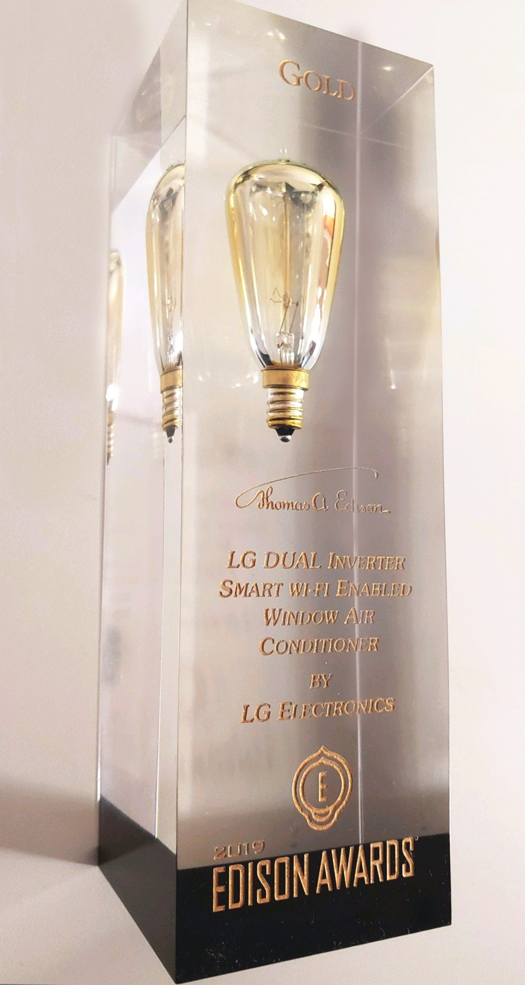 The trophy of the 2019 Gold Edison Award which is engraved with the product name of LG DUAL Inverter Smart Wi-Fi-enabled Window Air Conditioner