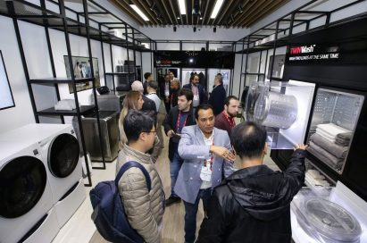 LG InnoFest 2019 MEA attendees discuss the products in LG SIGNATURE and LG Objet lineups.