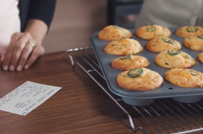 Freshly-baked cookies are placed on the oven tray.
