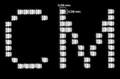 The letters C and M displayed on the screen with dots the size of 0.216 x 0.216 millimeter to measure the resolution according to the Contrast Modulation method