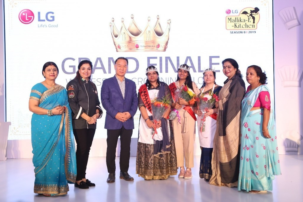 A group photo of award-winners posing with LG's delegate at the LG Mallika-E-Kitchen contest