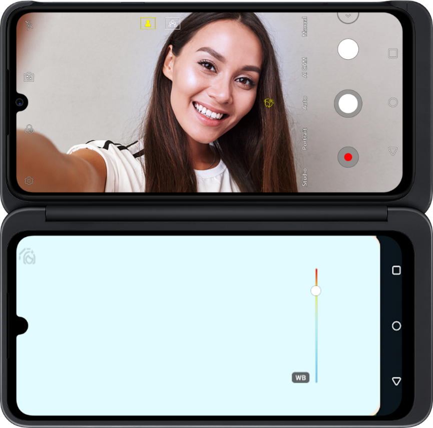An example image of the Reflector Mode in LG G8XThinQ with LG Dual Screen to demonstrate the way the feature works
