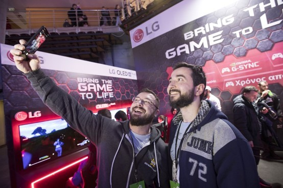 LG Special Guests GRamers paid a visit to the LG Booth to spend some time with fans and take selfies.
