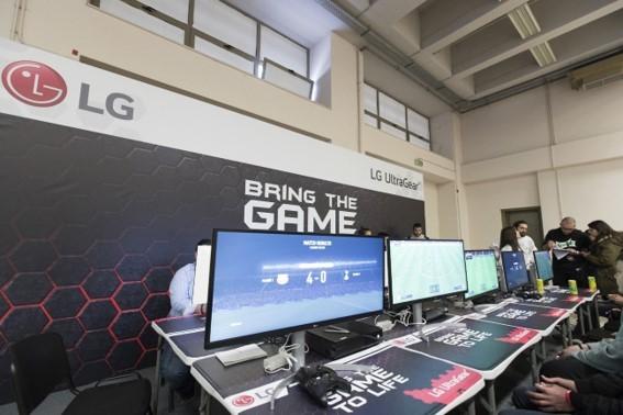 LG Monitors including G-SYNC and VESA DisplayHDR 600 on display at LG's booth.