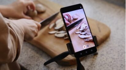 LG G8X ThinQ records the detailed ASMR sound of someone cutting potatoes on a chopping board.