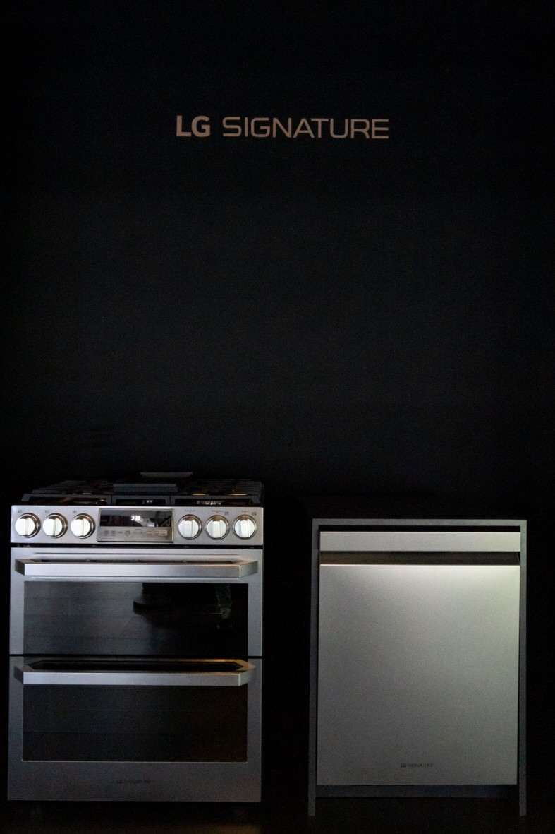 Front view of an oven and a dishwasher in the LG SIGNATURE lineup at the display zone