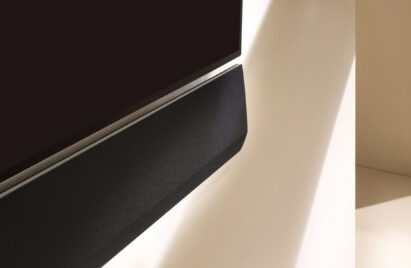 Close up of the right side of GX Soundbar mounted flush on the wall under the LG GX Gallery OLED series TV