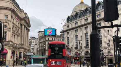 LG's digital billboard in Piccadilly Circus, London displaying an animation representing the function of LG SIGNATURE Refrigerator